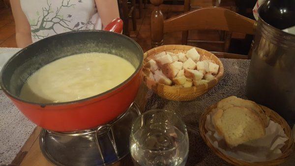 スイス チーズフォンデュ