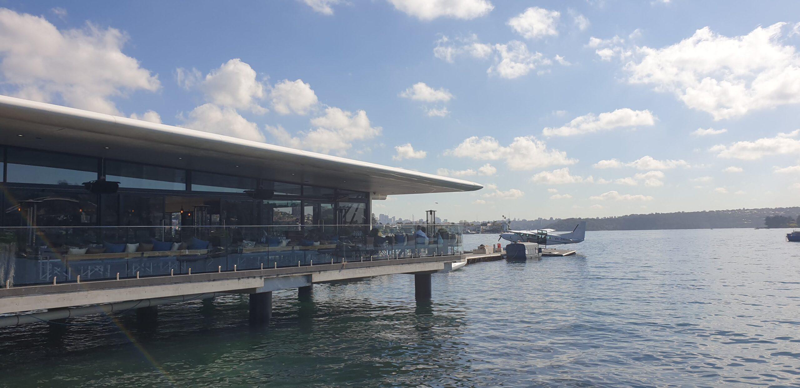 シドニーシープレーンズのターミナルと水上飛行機